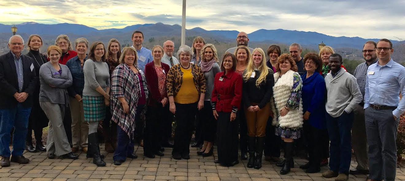 Class picture of 2016 Homegrown Leaders in front of mountain range.